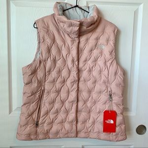 The North Face Holladown Crop Vest in Misty Rose